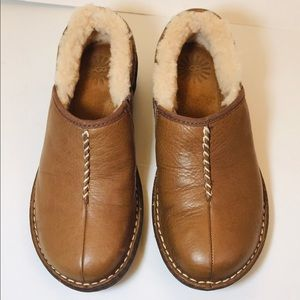 NWOT Ugg Bettey 1928 Brown Leather Slip-On Shoes 7